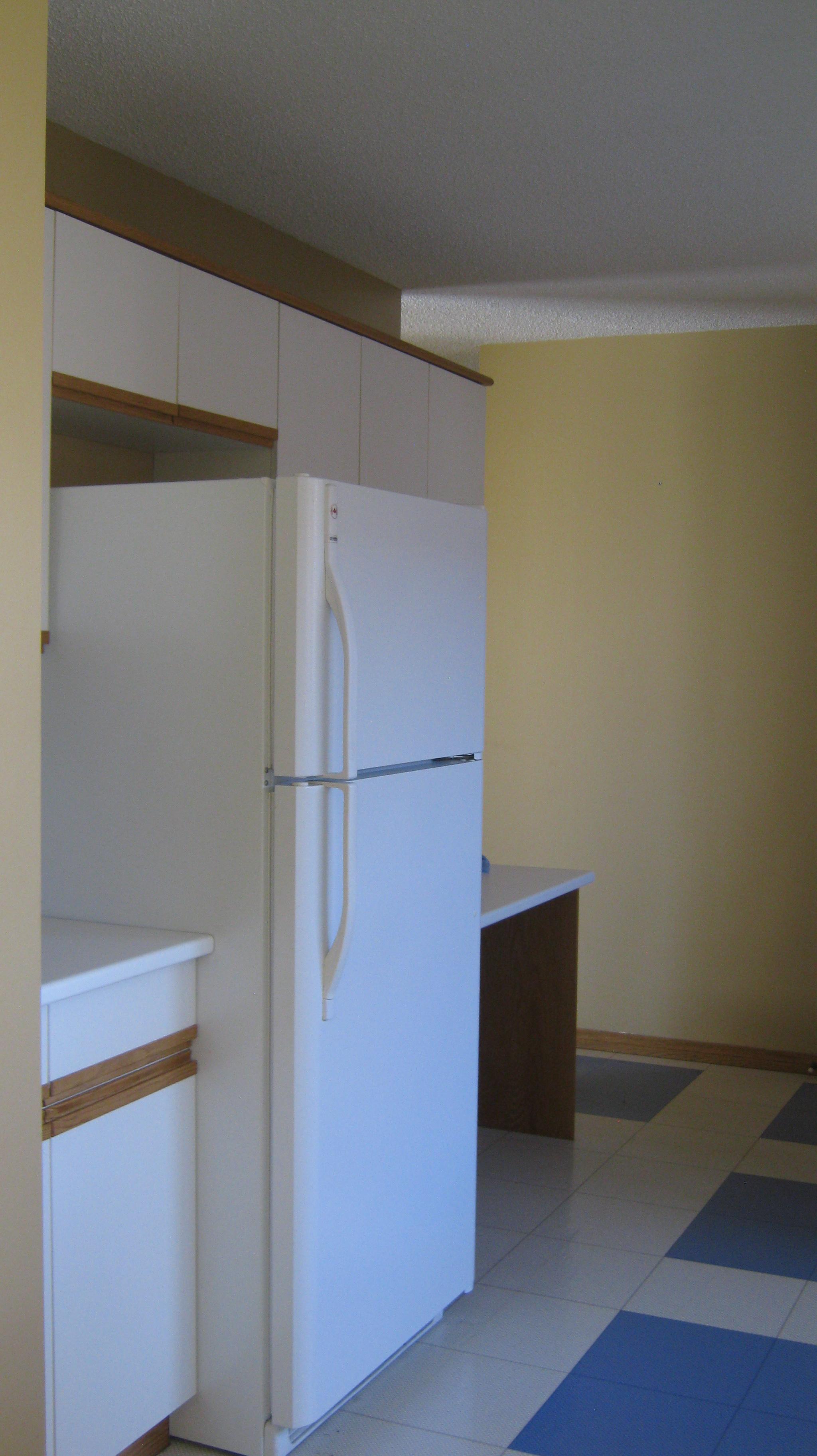 https://0901.nccdn.net/4_2/000/000/06b/a1b/Kitchen--2048x3648.jpg