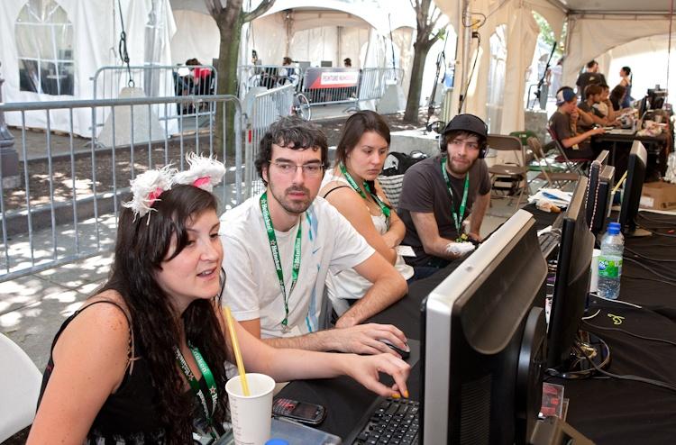 Quelques participants  à lloeuvre  5 août 2011 X3085