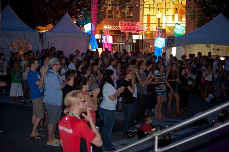 Les fans au spectacle  de vendredi  5 août 2011 X3184