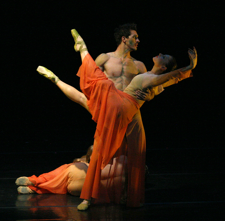 https://0901.nccdn.net/4_2/000/000/06b/a1b/joni-ballet7.jpg