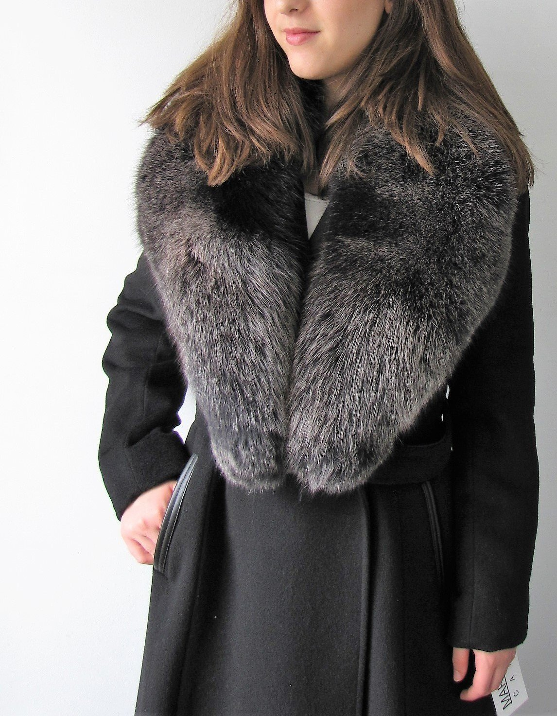 https://0901.nccdn.net/4_2/000/000/06c/bba/SJ4430-Black-Fur-Collar-5A1-1146x1473.jpg