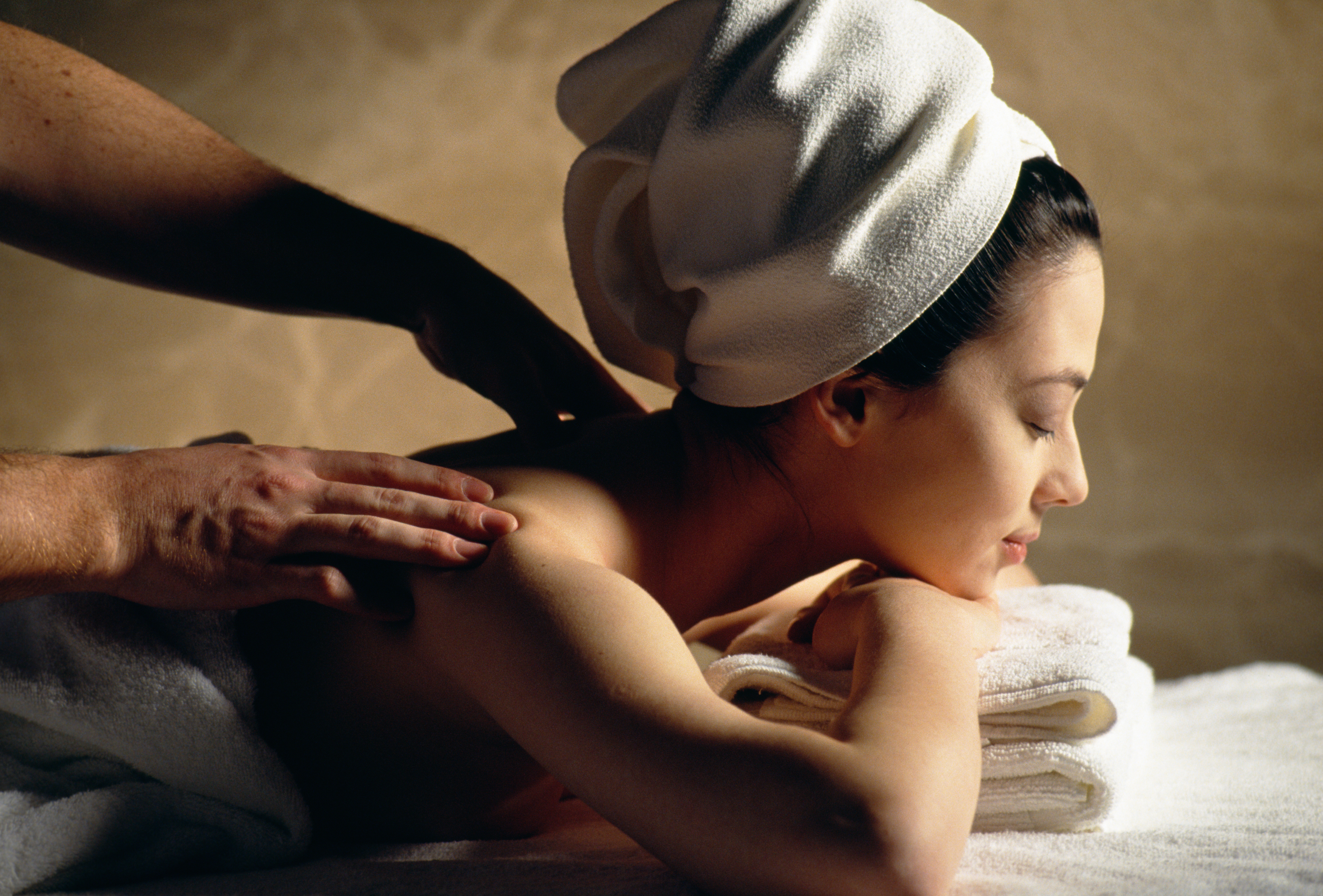 https://0901.nccdn.net/4_2/000/000/071/260/Canva---Woman-getting-a-massage.jpg