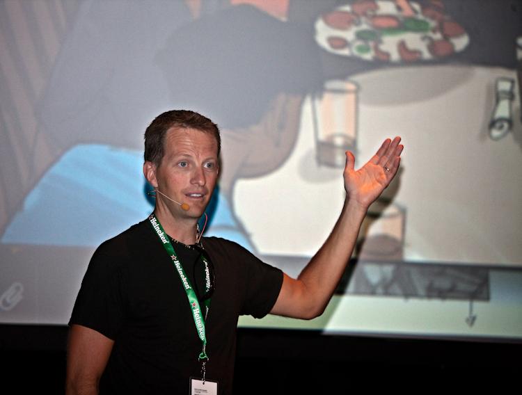 Ryan Woodward  Conférence à la salle  Méduse  5 août 2011 X3053