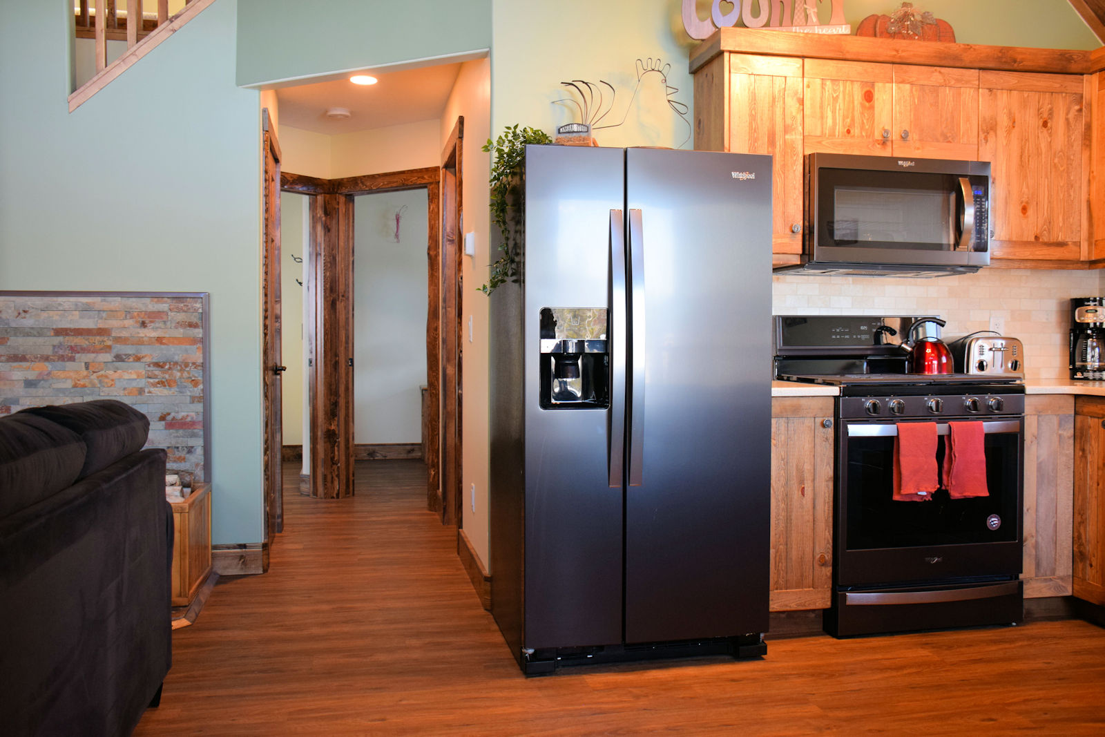 https://0901.nccdn.net/4_2/000/000/071/260/kitchen-and-hallway-1600x1067.jpg