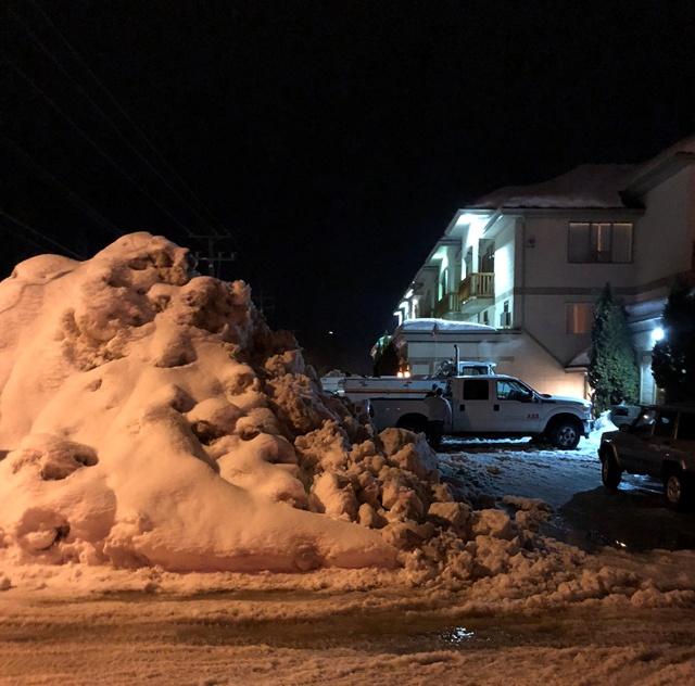 https://0901.nccdn.net/4_2/000/000/071/260/snowpiles-640x632.jpg