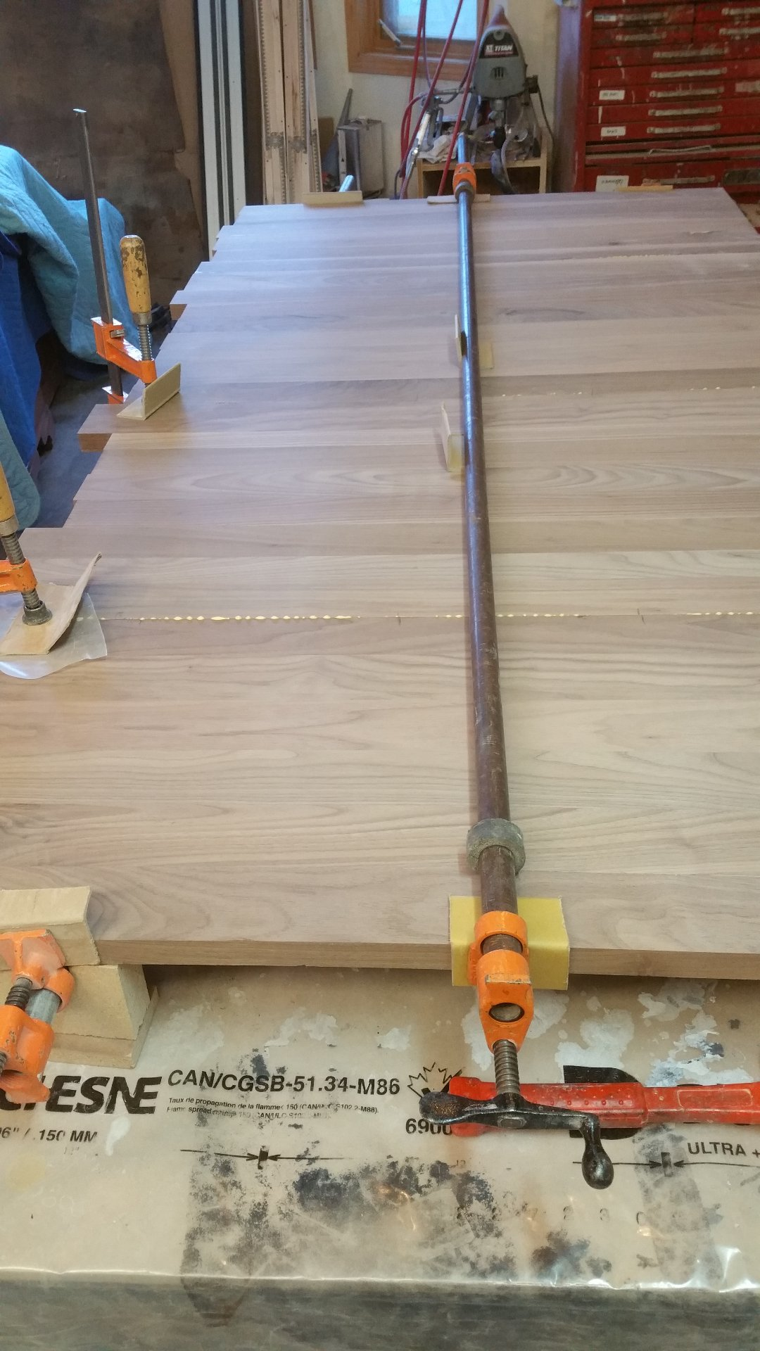 Glueing and Clamping the Top