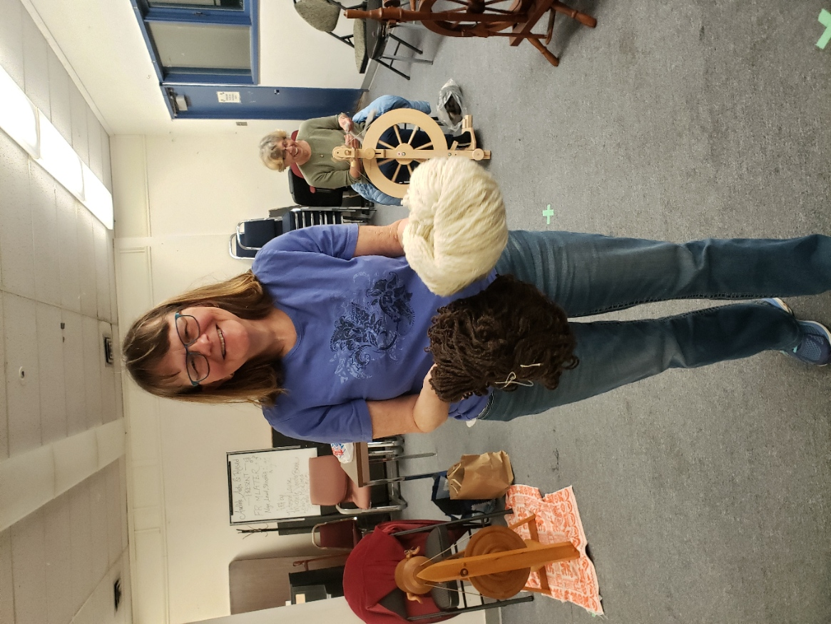 Shelley showing us her handspun  from the fleece she washed and prepped.