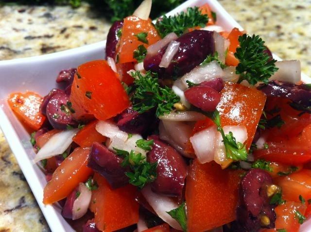 https://0901.nccdn.net/4_2/000/000/076/de9/Tomato_olive_salad-640x478-640x478.jpg