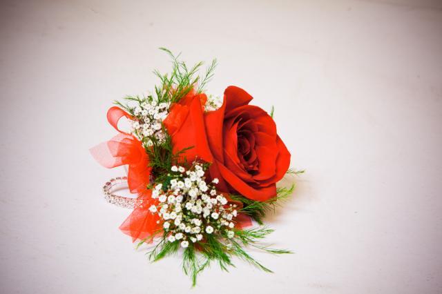 https://0901.nccdn.net/4_2/000/000/076/de9/grad-flowers-port-alberni4.jpg