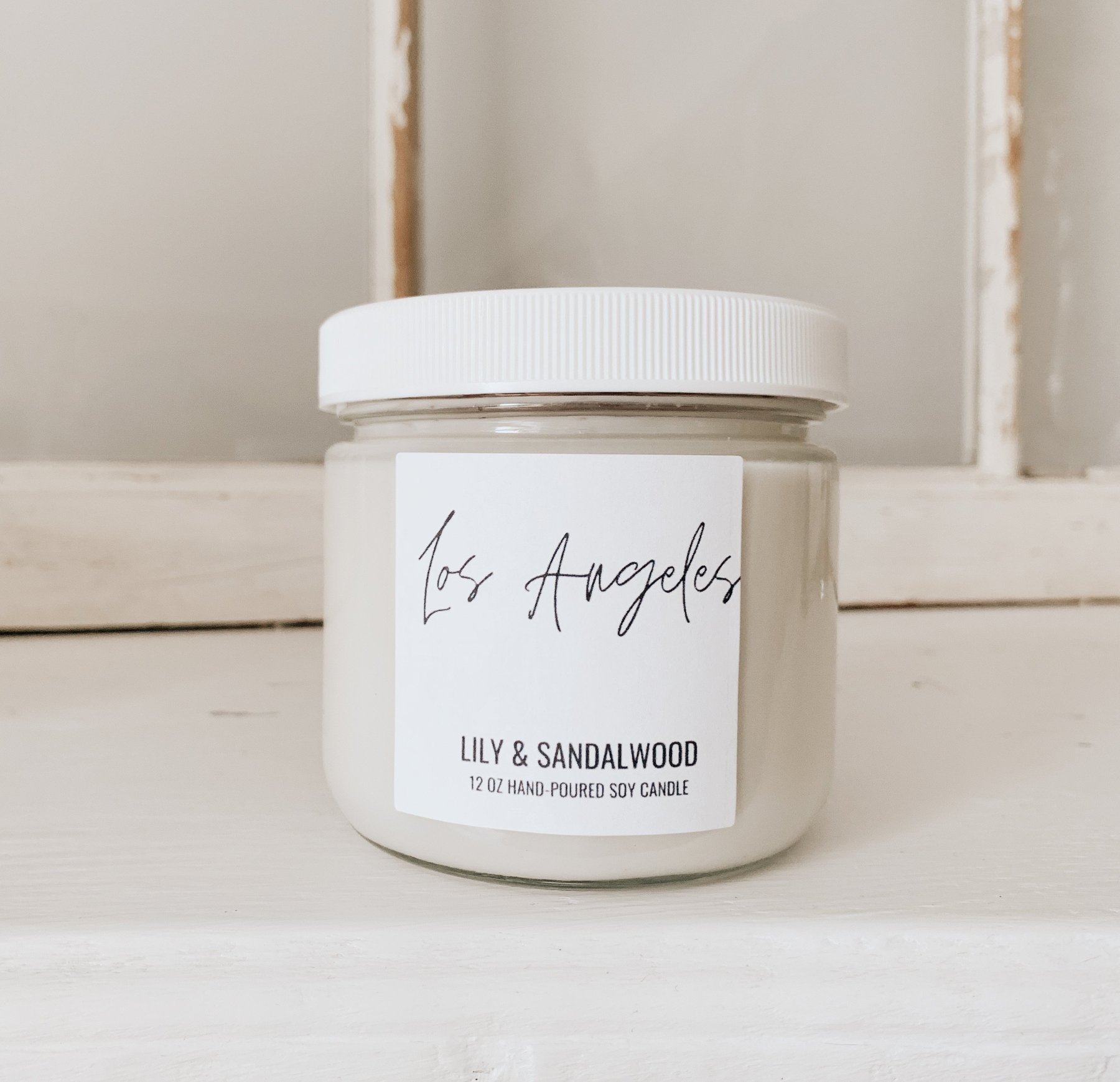 Los Angeles Sandalwood, Lily, Violet, Jasmine, Lily-of-the-valley, Rose, Geranium and Musk.