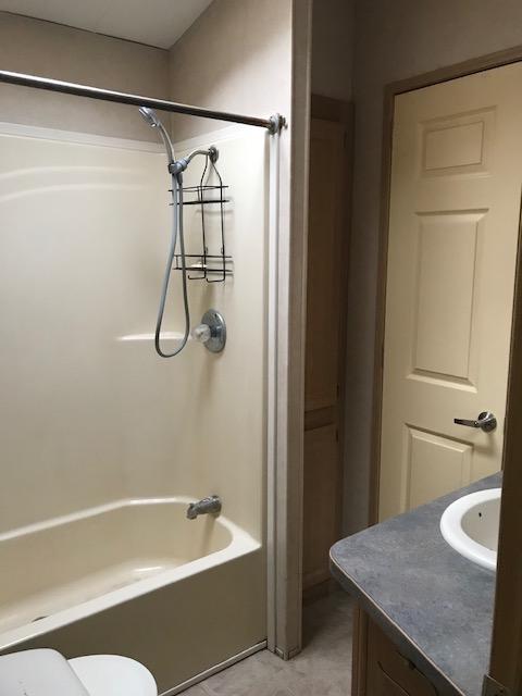 https://0901.nccdn.net/4_2/000/000/079/c81/bathroom.jpg