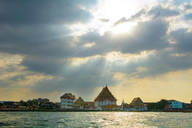 https://0901.nccdn.net/4_2/000/000/07d/95b/chao-phraya-river-bangkok.jpg