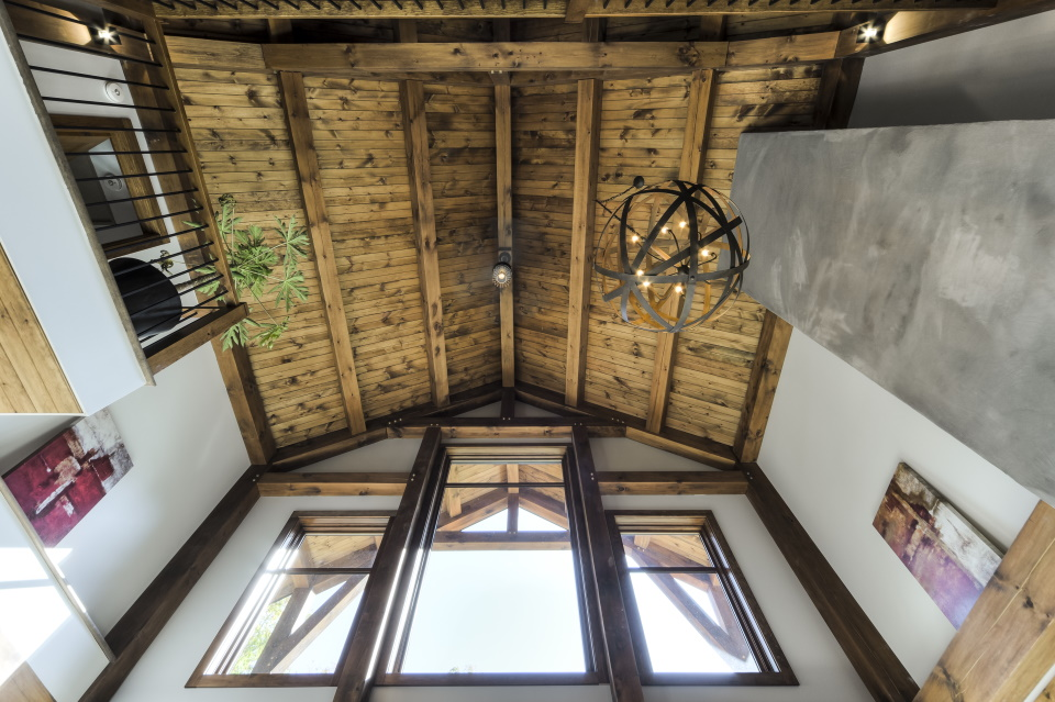 https://0901.nccdn.net/4_2/000/000/07e/1c5/timber-frame-interior_758.jpg