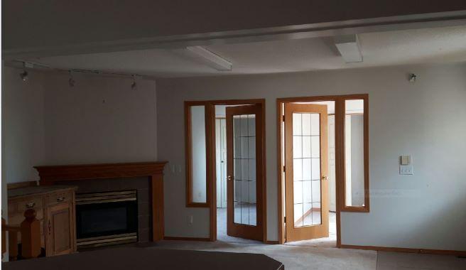 https://0901.nccdn.net/4_2/000/000/07e/96f/Living-Room-656x380.jpg