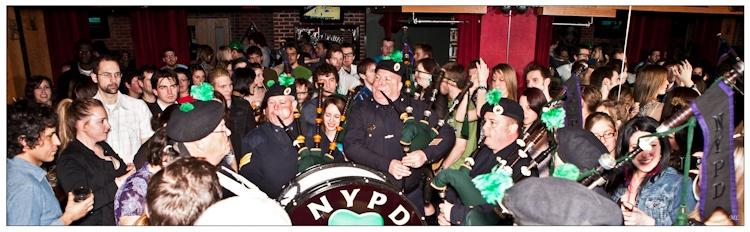 T7944  Tournée des pubs de  Québec par les Pipes  and Drums de New  York et Boston - 25  mars 2011