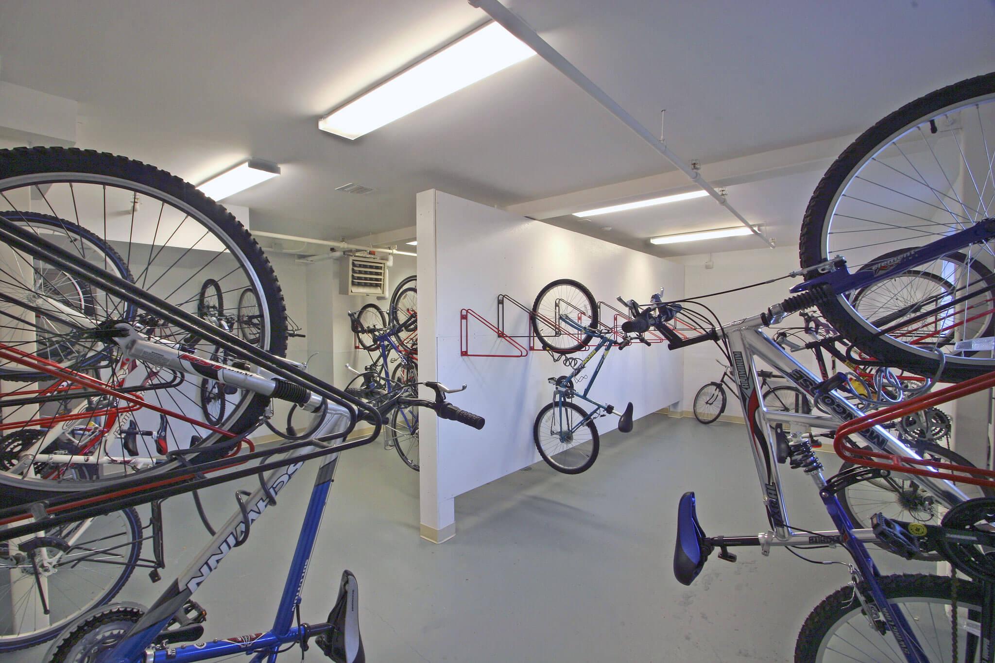 https://0901.nccdn.net/4_2/000/000/081/4ce/bike-wall.jpg
