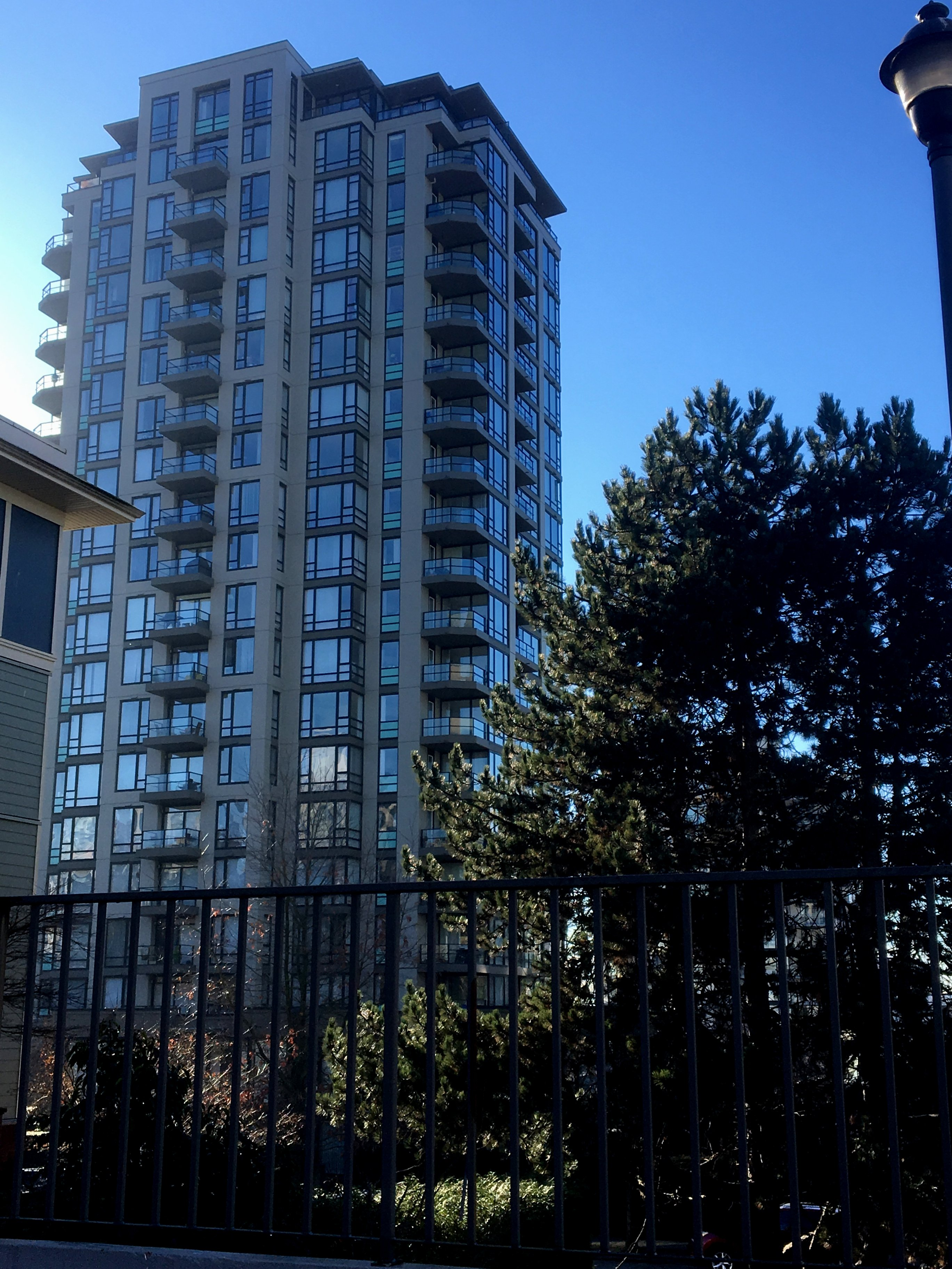 Sky Tower - 151 2nd St. North Vancouver