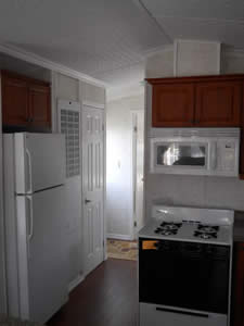 https://0901.nccdn.net/4_2/000/000/084/3b1/13.-kitchen.jpg