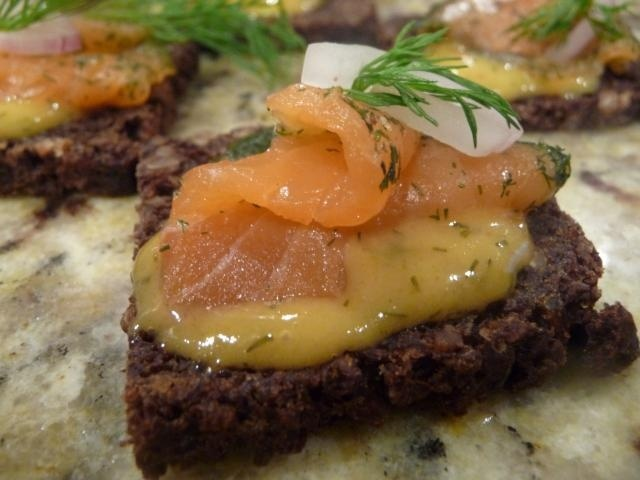 https://0901.nccdn.net/4_2/000/000/084/68b/Smoked_salmon_canape-640x480-640x480.jpg