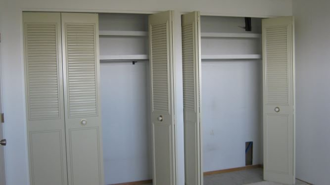 https://0901.nccdn.net/4_2/000/000/088/b46/double-closet-in-master-bedroom-sz.jpg