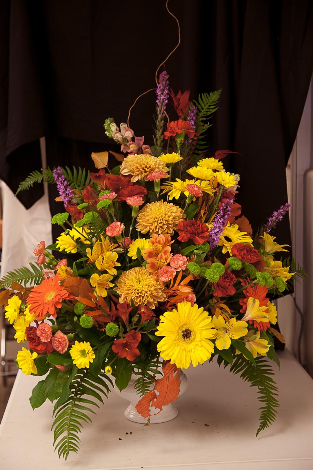https://0901.nccdn.net/4_2/000/000/088/dc3/lcp-funeral_flowers_port_alberni-9232----copy.jpg