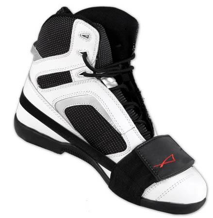 A-Pro protège botte  Protège la botte de l'usure du  sélecteur de vitesse Cuir et tissu élastique Réglable par velcro 8.70$