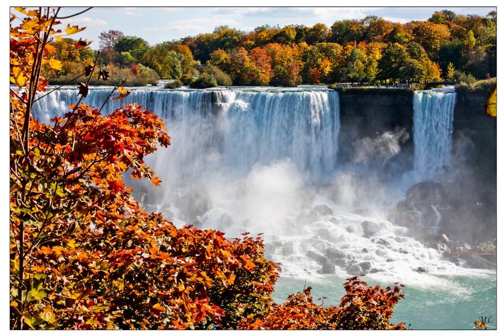 Couleurs d'automne  sur les Chutes  Niagara - section  américaine - Octobre  2009
